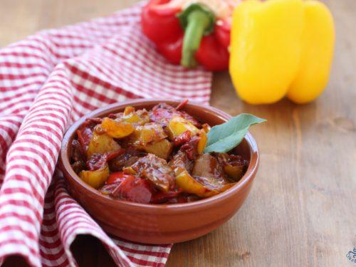 Peperoni all'agrodolce, ricetta stuzzicante facile con e senza Bimby