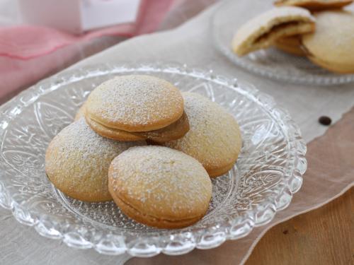 Biscotti con crema pasticcera al caffè, ricetta golosa