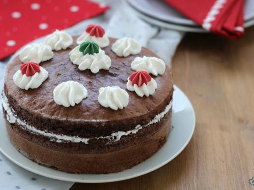 Torta al cioccolato farcita alla panna, ricetta con e senza friggitrice ad aria