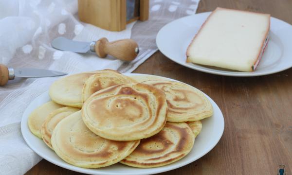 Pancake al formaggio senza uova, ricetta facile e veloce