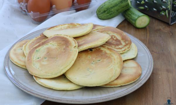 Pancake alle zucchine, ricetta salata di facile e veloce preparazione