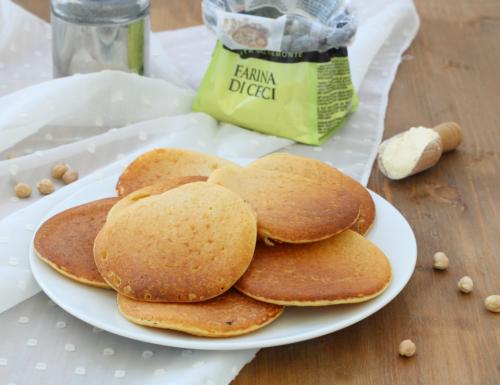 Pancake con farina di ceci, ricetta sfiziosa e di facile preparazione