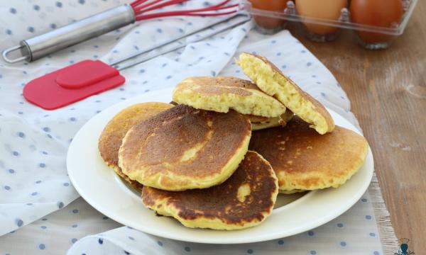 Pancake rustici con i fiocchi di patate, ricetta facile