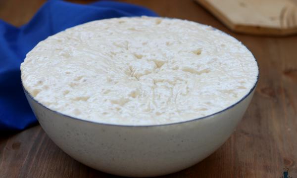 Pizza senza impasto, ricetta lievitata di facilissima preparazione.