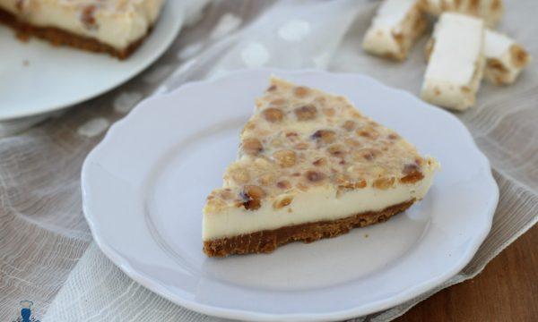 Torta fredda al torrone, ricetta facile e golosa per le feste.