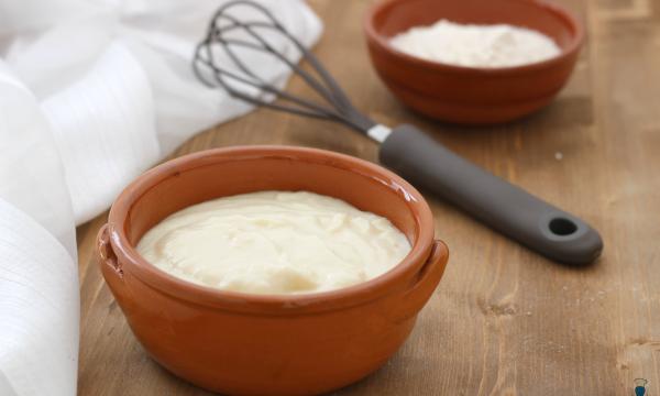 Besciamella classica, ricetta base con e senza Bimby.