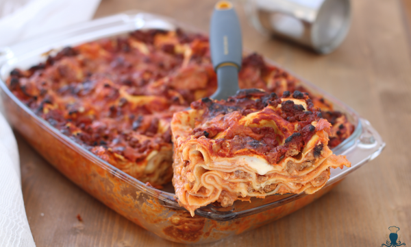 Lasagne con la salsiccia, ricetta tradizionale della festa