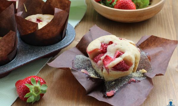 Muffin alle fragole, ricetta golosa senza uova e latticini
