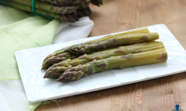 Asparagi lessi con magic cooker, ricetta di facile preparazione