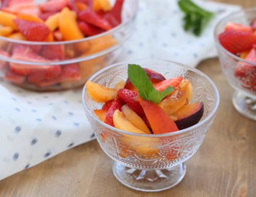 Macedonia, fresco e leggero dessert di frutta fresca estiva
