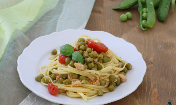Pasta con tonno e piselli, ricetta di facile e veloce preparazione