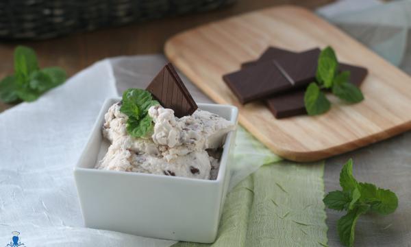 Gelato menta e cioccolato, ricetta con e senza gelatiera