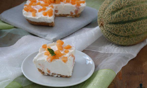 Torta fredda al melone e panna, ricetta facile e golosa