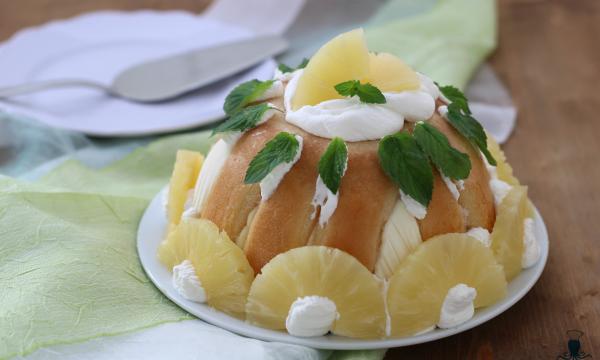 Zuccotto all'ananas, ricetta golosa di facile preparazione.