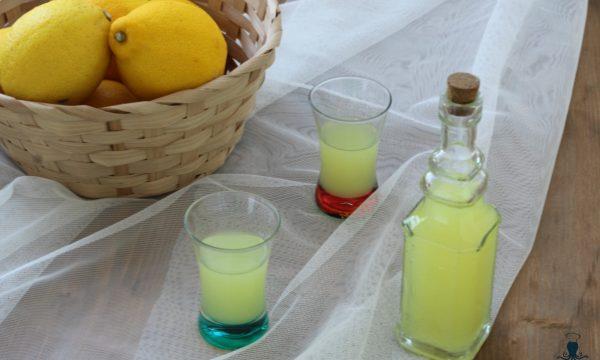 Limoncello, liquore a base di agrumi ricetta facile.