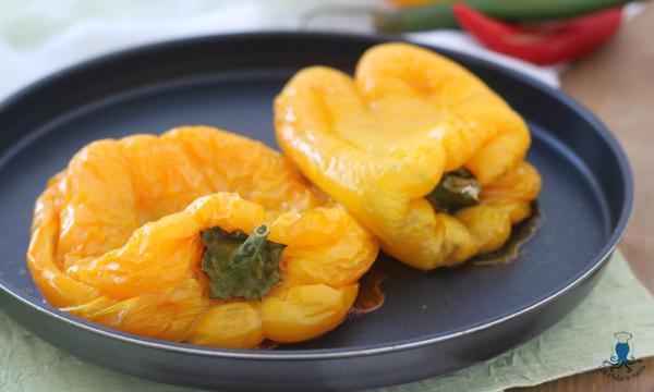 Peperoni arrostiti al microonde, ricetta base facile e veloce