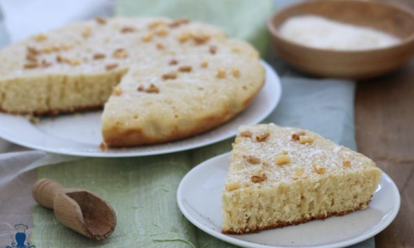 Torta in padella al cocco, ricetta di facile e veloce preparazione