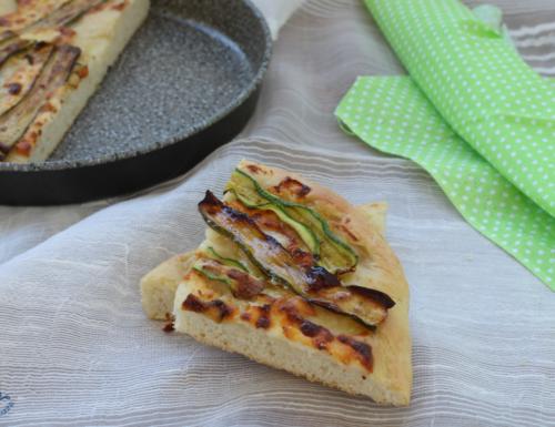 Focaccia con le zucchine grigliate, ricetta facile e sfiziosa