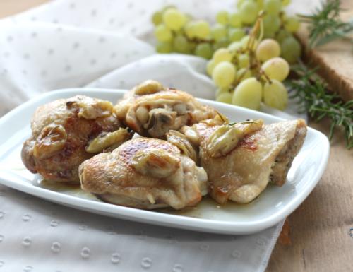 Pollo in agrodolce con uva, ricetta di facile preparazione
