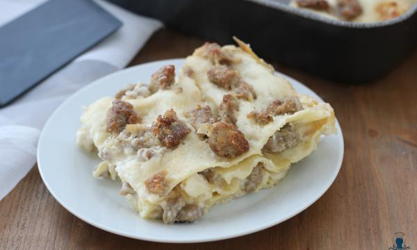 Lasagne salsiccia  e besciamella, ricetta facile e gustosa