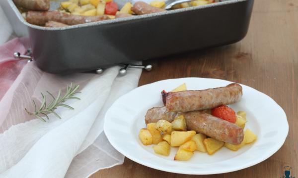 Salsiccia e patate al forno,  ricetta gustosa passo a passo