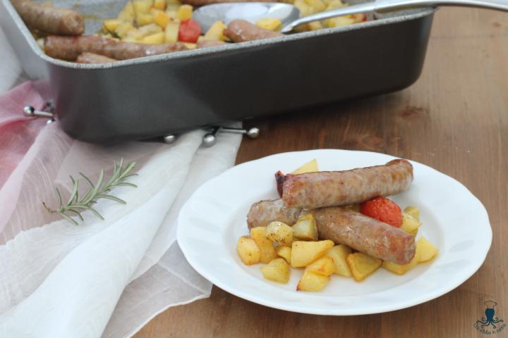 Salsiccia e patate al forno2