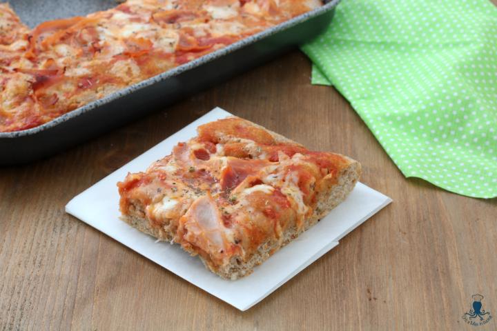 Pizza integrale con il prosciutto1