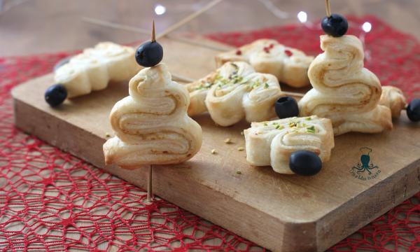 Alberelli di sfoglia con patè, ricetta sfiziosa per le feste