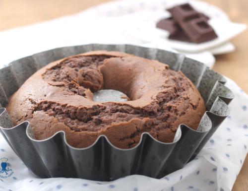 Ciambella soffice al cioccolato, ricetta facile e golosa.