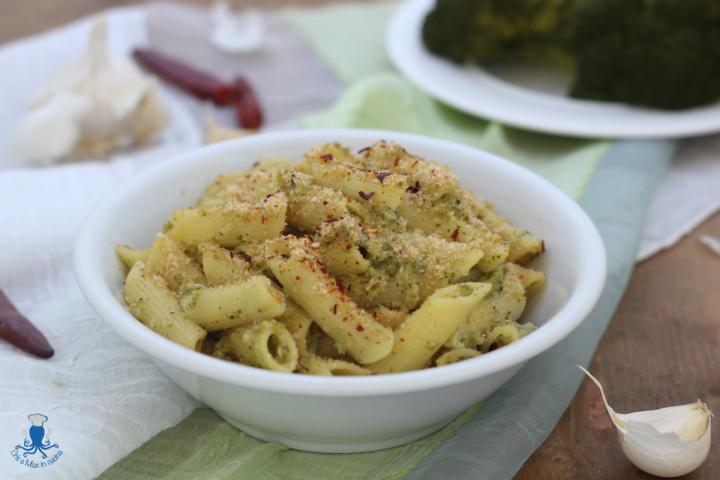 Pasta broccoli e mollica croccante1