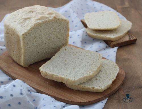 Pane bianco con la macchina del pane, ricetta facile e salutare