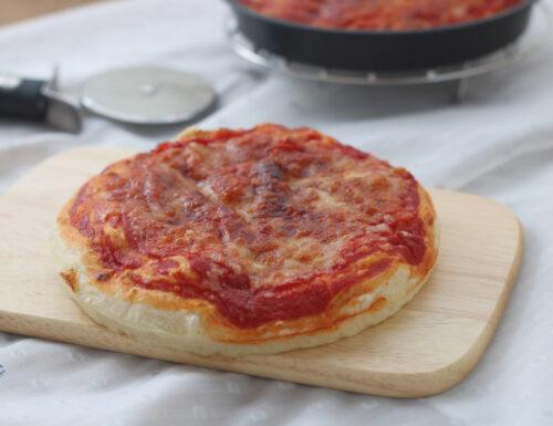 Pizza al tegamino, ricetta con e senza friggitrice ad aria