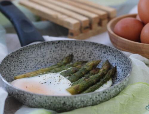 Uova con gli asparagi, secondo piatto di facile preparazione