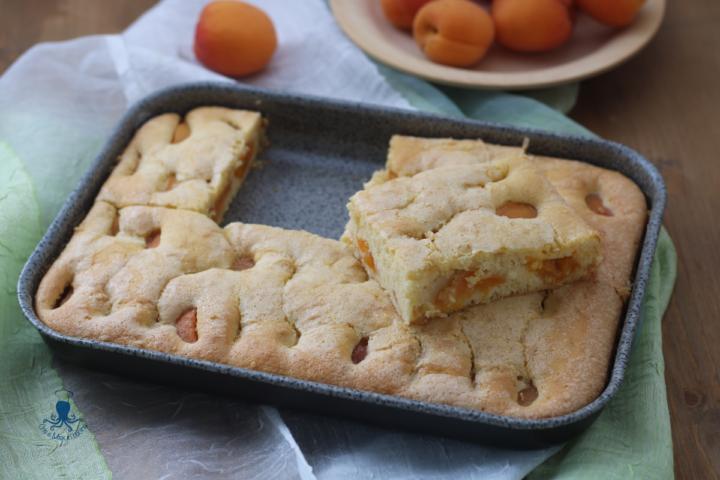 Torta albicocche e panna (nell'impasto)