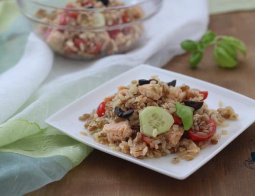 Insalata di riso con salmone, ricetta di facile preparazione