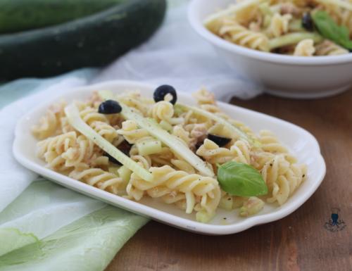 Pasta fredda con tonno e cetrioli, ricetta facile e leggera.