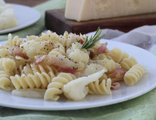Pasta guanciale e cavolfiori, ricetta di facile preparazione.