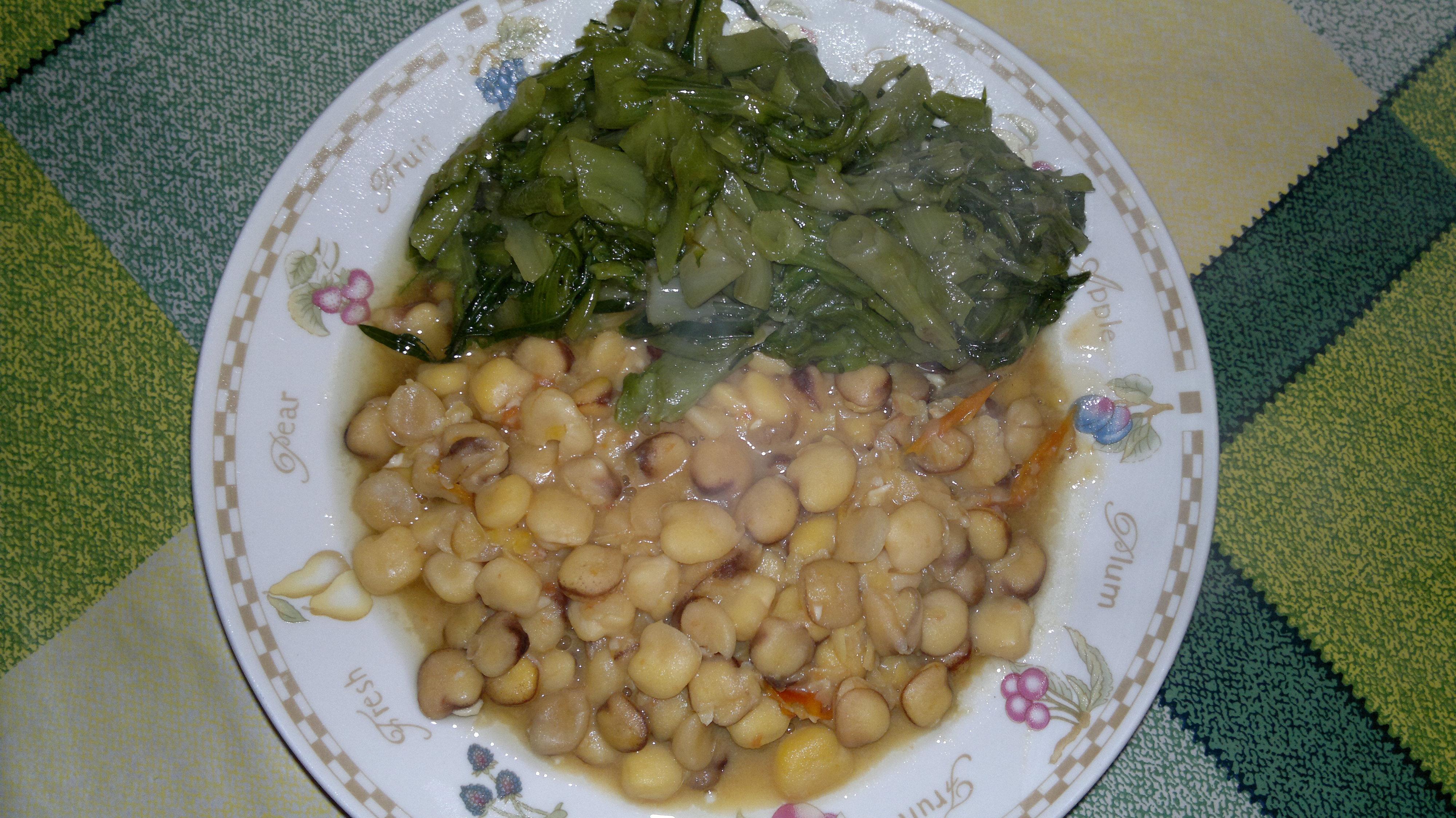oggiper pranzo ho deciso per la cicerchiaun legume che si trova da per tuttoma che forse si chiama in altri modicomunque dalle mie parti si prepara