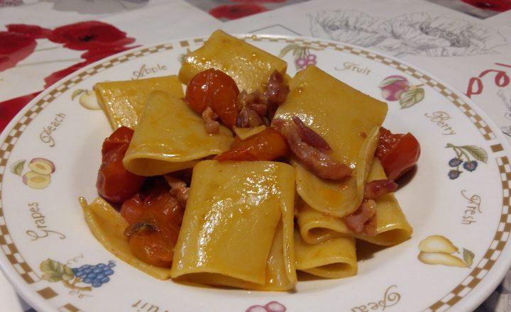 paccheri con pancetta e pomodorini arrosto