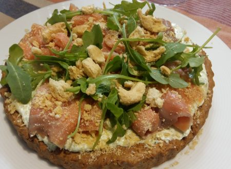 torta salata con formaggio cremoso,rucola e salmone