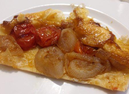 tarte tatin con pomodorini e cipolle caramellizzate