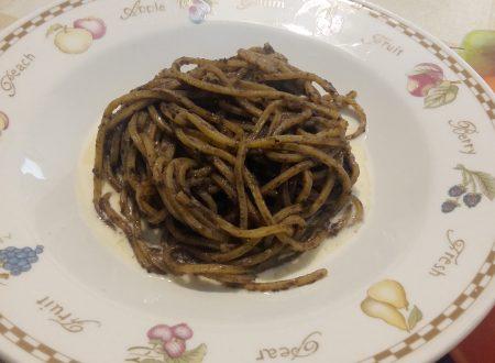 tagliolini all'uovo con patè di olive e crema di stracchino