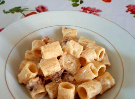 mezze maniche con panna e bacon