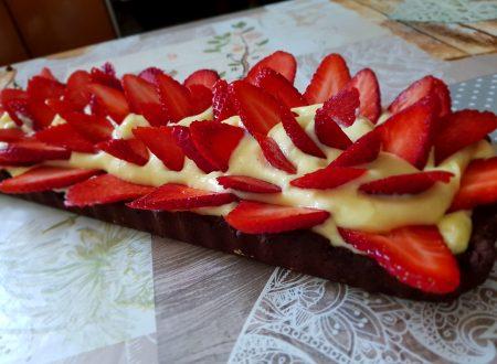 frolla al cioccolato con crema alla vaniglia e fragole