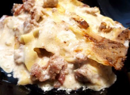 lasagne salsiccia,speck croccante e besciamella alle noci