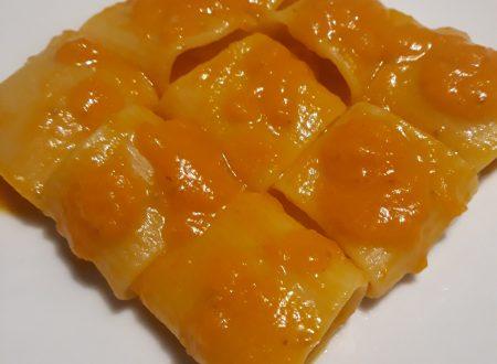 mezze maniche con sugo di pomodorini gialli