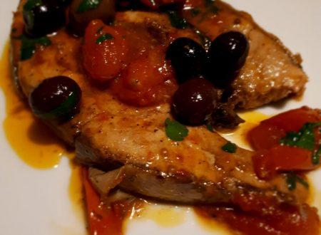 bistecca di ricciola con pomodorini e olive