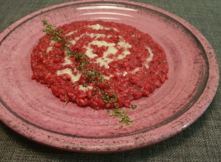 risotto con crema di barbabietola e salsa al gorgonzola