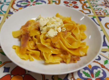 pappardelle con crema di zucca,speck croccante e gorgonzola piccante