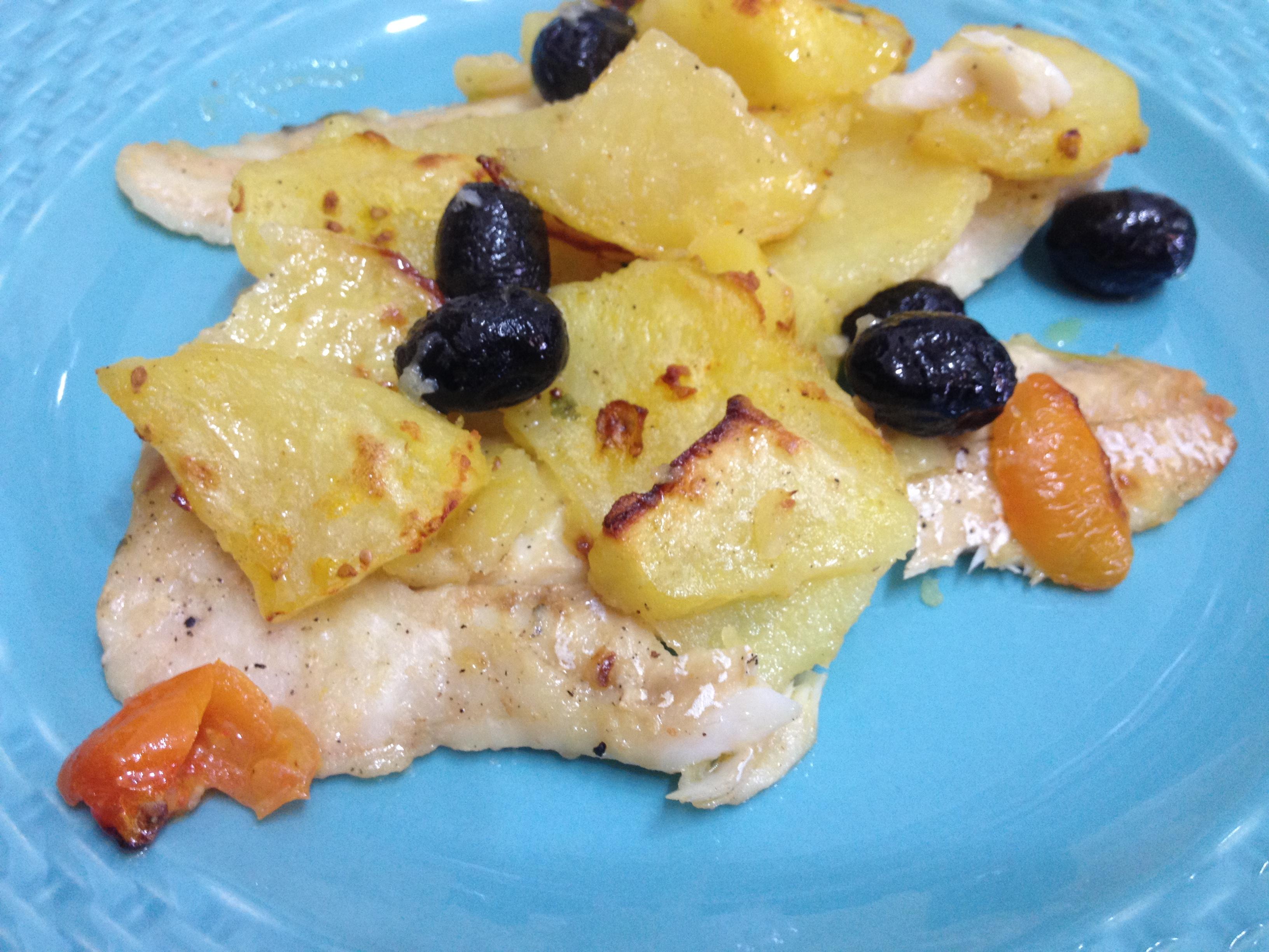 MERLUZZO AL FORNO CON PATATE OLIVE E POMODORINI - 香烤鱈魚菲力附馬鈴薯和橄欖
